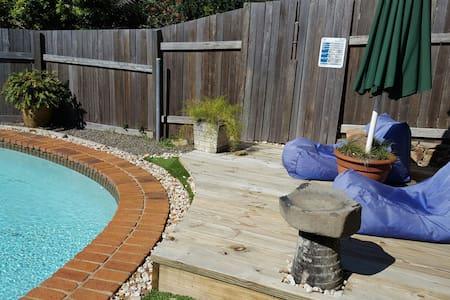 Funky Poolside Granny Flat - Coolum Beach - Huis