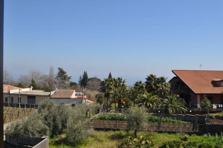 Casa su due livelli con giardino casas en alquiler en for Casa su due livelli