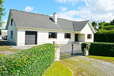 Gorgeous, homely bungalow - Murroe