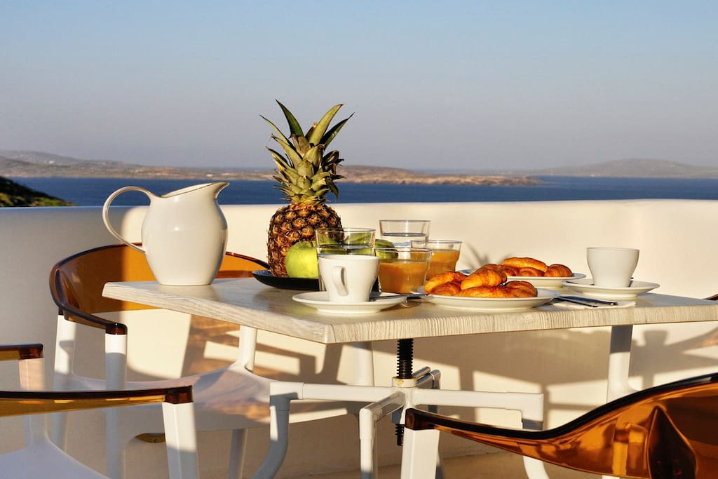 Breakfast in the veranda facing Delos island, the mythical birthplace of Apollo.