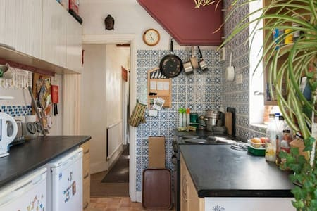 Room to let in a Peaceful Home - Brighton