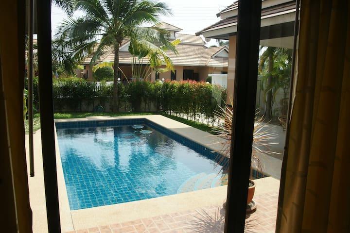 Villa Chomphoo mit eigenem Pool - Pattaya - Huis