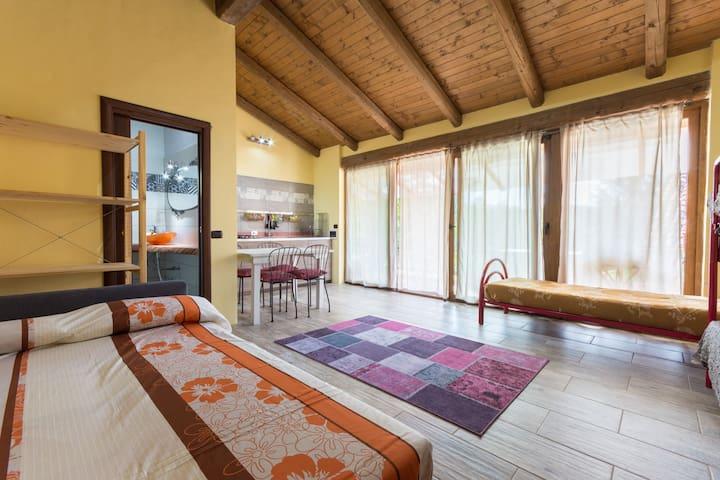 Casetta indipendente con gazebo, piscina e sauna. - Casalborgone