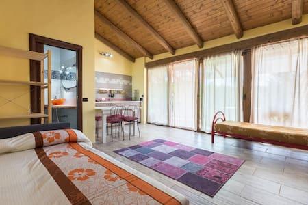 Casetta indipendente con gazebo, piscina e sauna. - Casalborgone - Haus