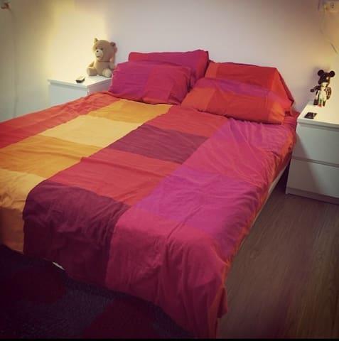 乾淨舒服的空間,房內木地板相當舒適! - 新莊區 - Departamento