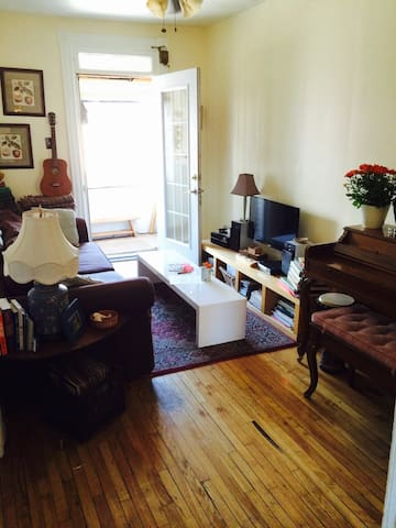 Charming Apartment in St. Henri
