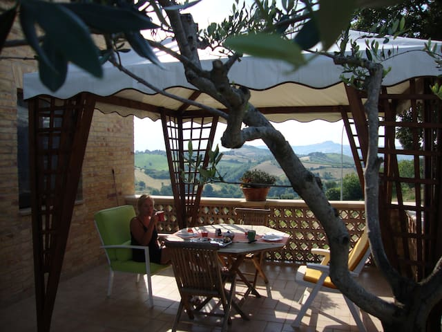 Beautiful room with fantastic view - Monsampolo del Tronto - Pousada