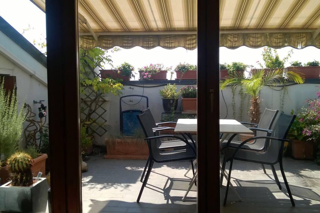 Terrazza  x colazione o aperitivi  Roof top terrace for breakfast or some sundowner drinks  Dachterrasse für's Frühstück oder Aperitiv