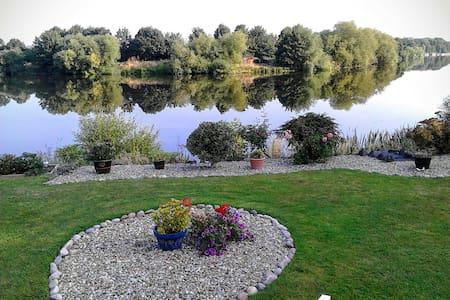Riverside chalet - Radcliffe on Trent - Bed & Breakfast