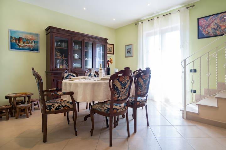 LAZIO stanze private 3 in villa lori