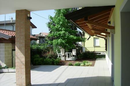 appartamento indipendente villa - Udine - Lejlighed