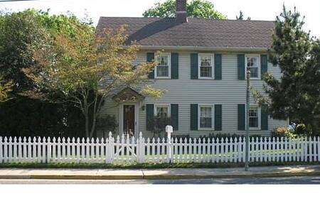 Historical Home near beaches & zoo - Cape May Court House