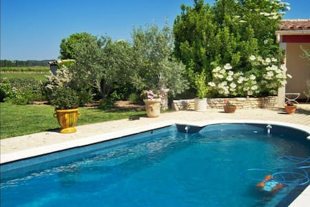 Nestled in the picturesque town of Badens, within easy access of vineyards, historic castles, the Canal du Midi and the Mediterranean Sea, this beautiful bungalow sleeps two guests.
