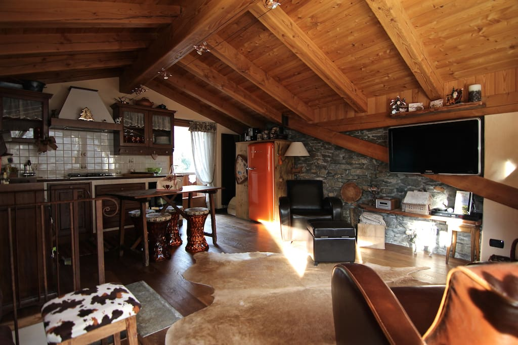 Mansarda chalet style in morgex montblanc appartamenti for Open space planimetria del condominio