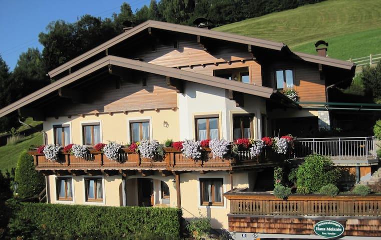 House Melanie near ski slopes - Sankt Johann im Pongau - บ้าน