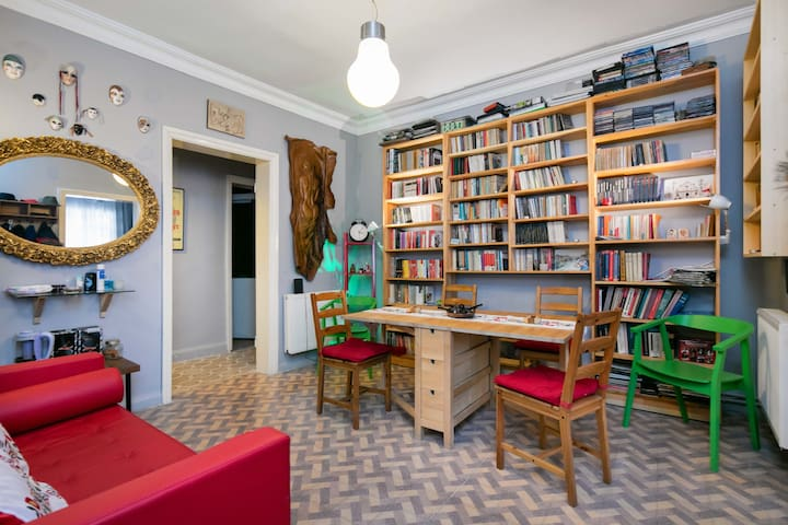 ''AirBnB Legend'' + Central room at Taksim - Beyoğlu