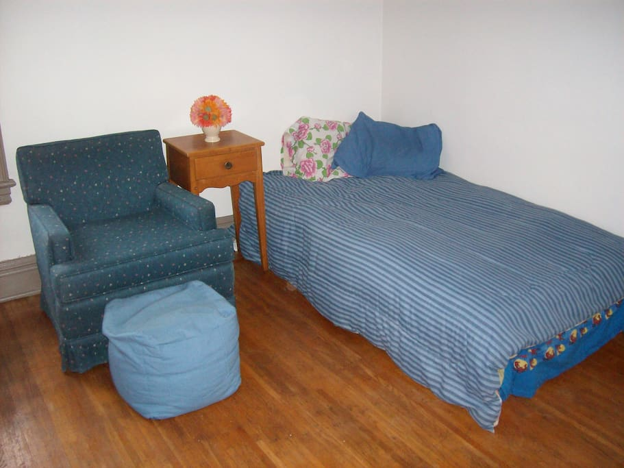 A room with a view.....of a bed and a chair! (full-sized beds available as well) *Please note that our listings span 5 houses (all within 1-minute's walk or less).  Due to extended stays, whole apartment bookings, etc., we can't guarantee this exact room.