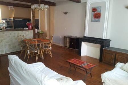 Bel appartement équipé + garage