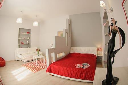 Яскрава квартира в центрі міста - L'viv - Apartamento