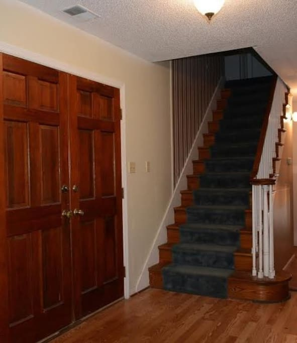 entryway  upstairs to bedroom