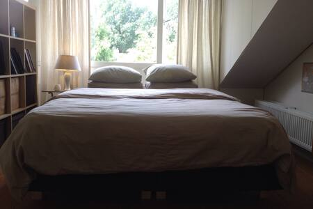 Topfloor, comfy bed, Veluwe nearby