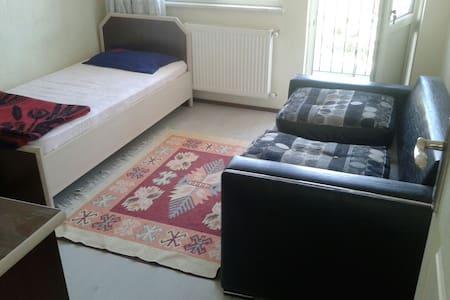 Kiralık oda, yataklı, balkonlu