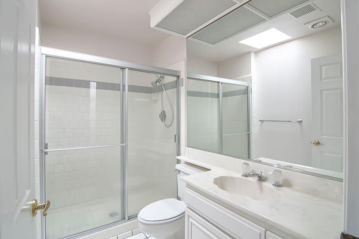 UNFURNISHED PRIVATE BEDROOM & BATH