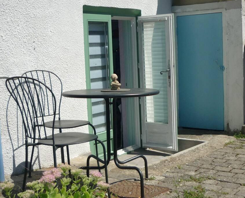 chambre ind pendante dans maison avec jardin clos maisons louer saint martin d 39 h res. Black Bedroom Furniture Sets. Home Design Ideas
