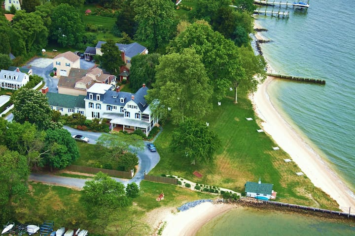 Chesapeake Bay Getaways™ Package- Waterfront Lanai