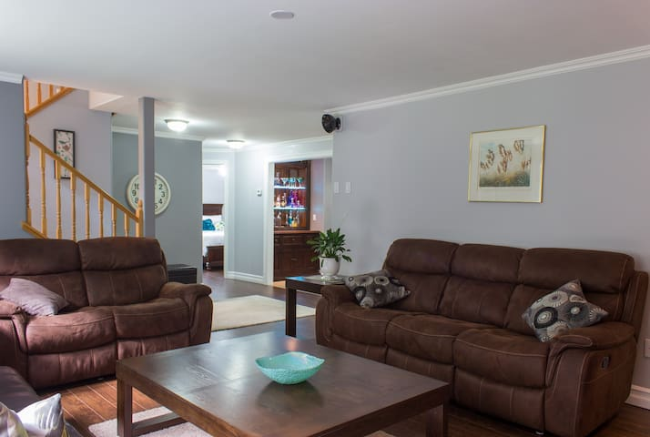 Modern comfort in a country setting - Middle Sackville - Apartamento