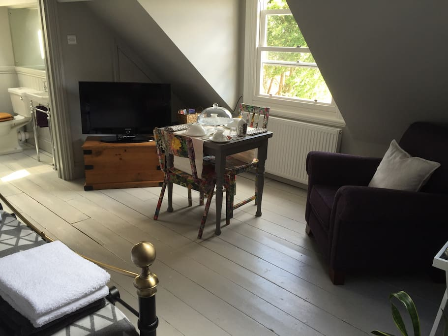 Self service continental style breakfast is provided including cereals, juice, yoghurt, fresh berries and pastries in the guest bedroom. The accommodation has comfortable seating and large flat screen television.