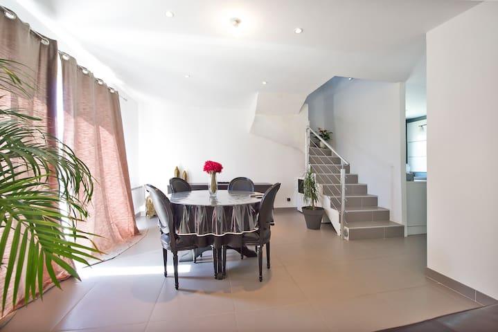 MAISON SPACIEUSE ET MODERNE  - Aimargues - House