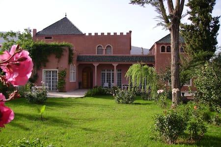 Belle Maison 400m² face au Toubkal - Asni - Haus