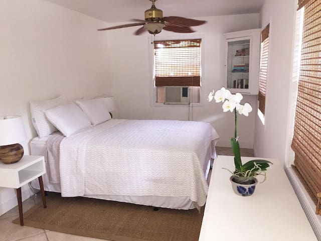 Charming 1920 Spanish Pool Cottage - West Palm Beach - Bungalow