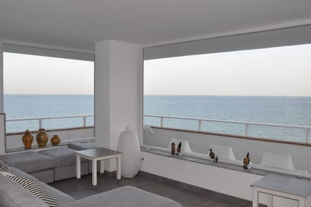 First line beach, luxurious flat