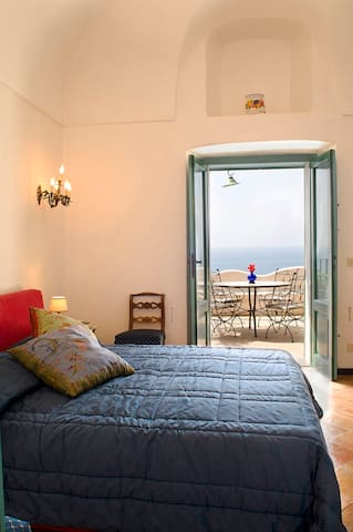 double bed room middle floor