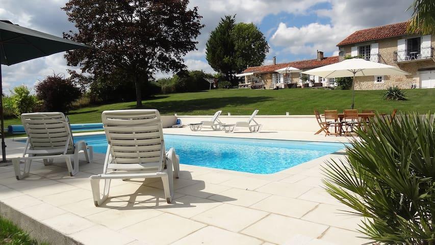 Le Petit Pible - Montignac-le-Coq (near Aubeterre-sur-Dronne) - House