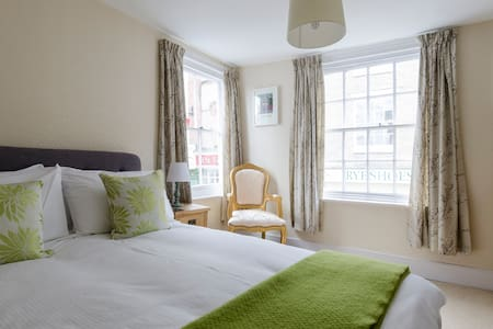 Double aspect room on Rye High St. - Rye - Bed & Breakfast