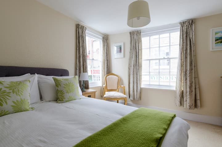 Double aspect room  Rye High St includes breakfast