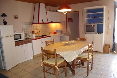 Maison dans village de caractère - Brem-sur-Mer
