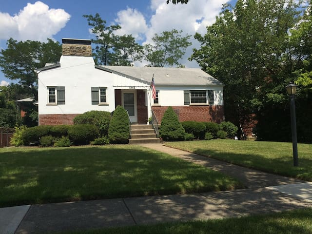 Charming, Clean Residential Home (Entire Home) - Cincinnati - House