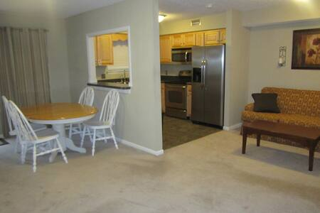 2 bedrms + livingroom sleeper sofa - Newport News