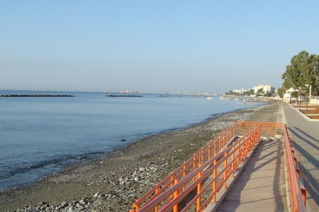 2 Bedroom Flat By the Sea Limassol - Apartamento