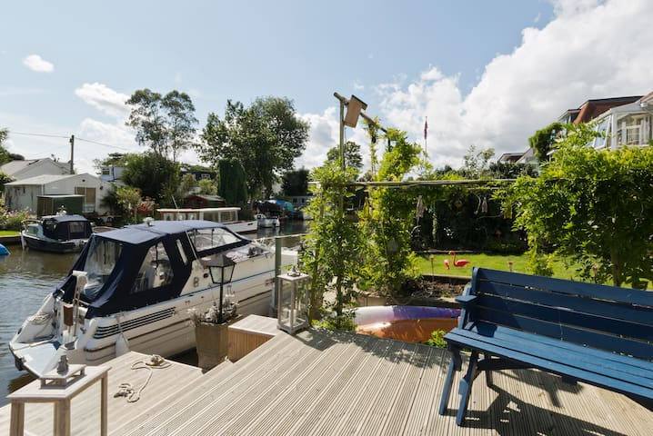 River Thames location, sleeps 6-8 - Surrey - Talo