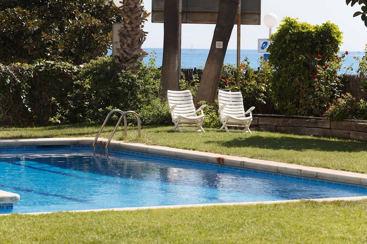 Beachfront 90 m² apartment - Sant Vicenç de Montalt - Huoneisto