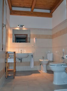 camera e bagno spaziosi, nuovissimi - ALGHERO - Bed & Breakfast