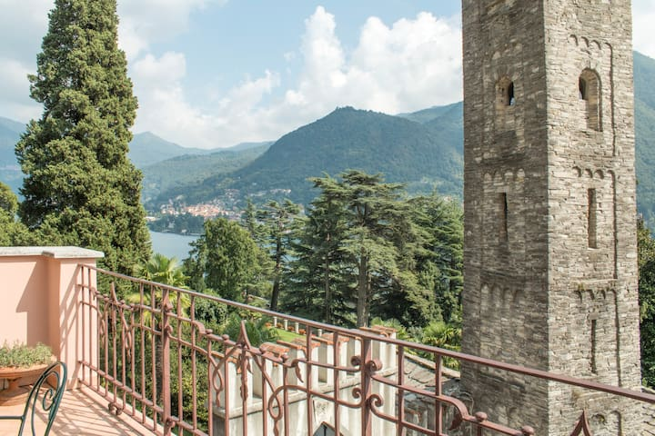 Rose Castle Apartment in villa with lake view - Moltrasio - Apartamento