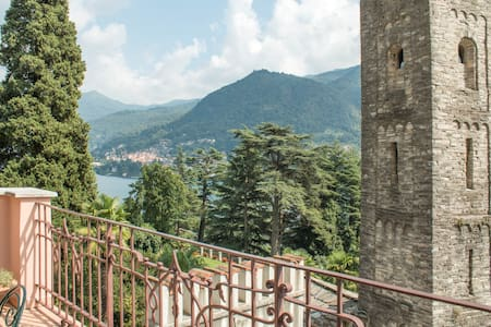 Rose Castle Apartment in villa with lake view - Moltrasio - Wohnung