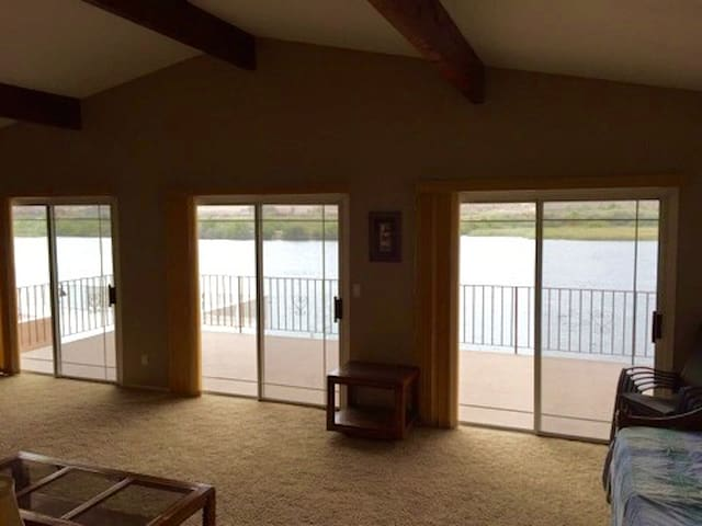 River Front Home w Private Dock - Bullhead City - Huis