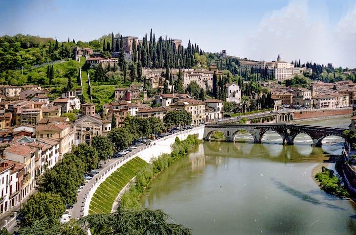 A due passi dal Teatro Romano - Verona - Pis